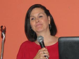 Diane Pari, singer/songwriter