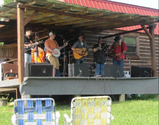 Fabulous Bluegrass musicians pickin' and playin' together to honor Danny Hiser.